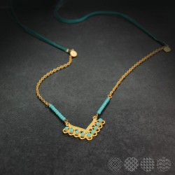 """V"" Lace Necklace 